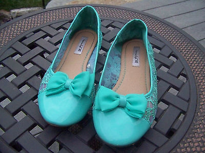 American Eagle girls shoes, size 3, flats, lace pattern, light teal