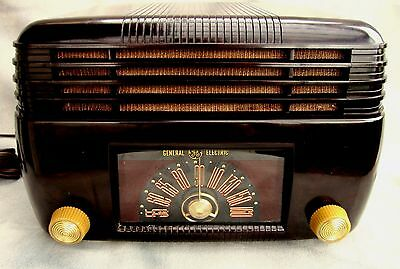 G.E. Bakelite DECO radio original 5 TUBE m-100 ca-1946 Excellent working set!