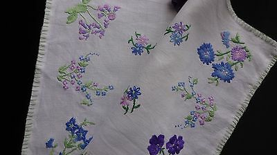 Exquisite ~ Vintage Light ecru Linen Hand Embroidered Centre Piece ~