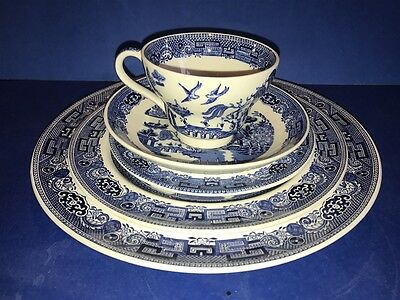 Wedgwood Blue Willow Eutauria England 5 Piece Place Setting (s)