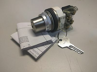 Allen Bradley 800T-H32A Cylinder Lock Selector Switch 2 Pos Maintained Ser T Nnb