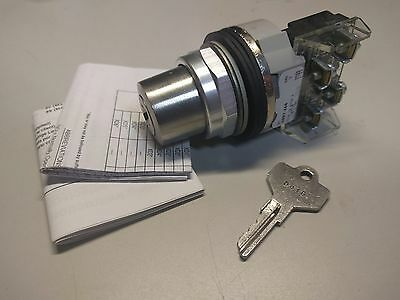 Allen Bradley 800T-J44A Cylinder Lock Selector Switch 3 Pos Maintained Ser T Nnb
