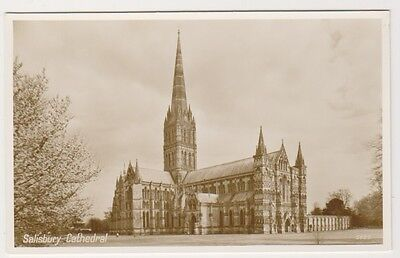 Wiltshire postcard - Salisbury Cathedral - RP