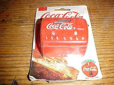 Coca-Cola Magnet 1995 red coke machine radio No.51130 In Shop Worn package