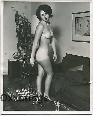Sassy Brunette Ripe Perky Breasts Original 8x10 Nude Vintage Pinup Photo 1665