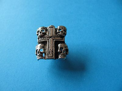 Motorcycle / Goth pin badge, Unused.  Metal. Skulls & Cross