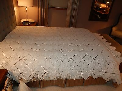 Beautiful Vintage Hand Crochet Full Size or Queen Ivory Bed Spread 80X94 LOVELY!