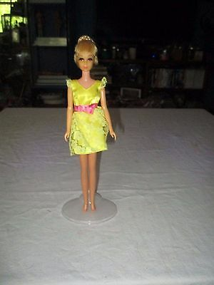 Mattel Vintage Growing Hair Francie wearing Becky's Yellow Dress