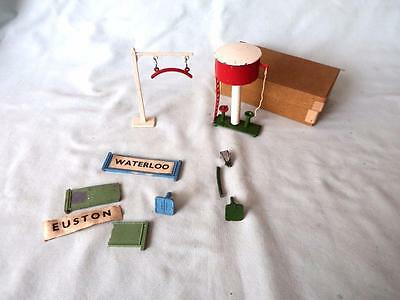 Crescent 00 Gauge Diecast #1234 Water Column Boxed & Loading Gauge + Parts