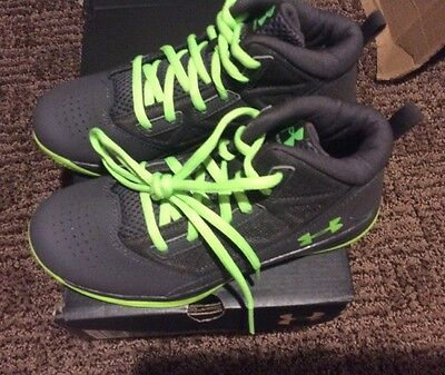 Youth Boys Under Armour Shoes Size 5. New