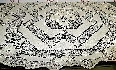 "PRETTY VINTAGE IVORY LINEN THREAD HAND WORKED LACE ROUND TABLECLOTH~32"" diameter"