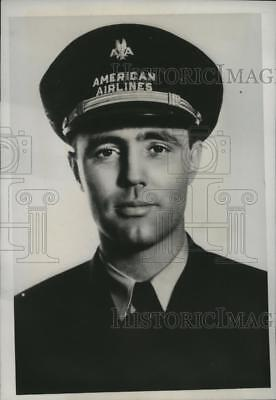 1938 Press Photo V.F. Bonnell American Airlines Pilot Chicago-Forth Worth Route