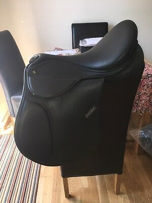 16 Inch Kincade Black GP Saddle Changeable Gullet