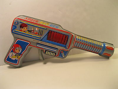 SPACE RAY GUN AUTOMATIC PISTOL 1970's TIN LITHO JAPAN NEVER USED VG SPARKS