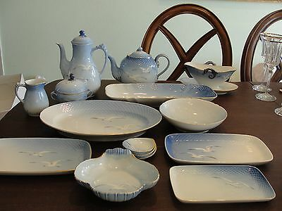 Bing & Grondahl Seagull 12 - 6 Setting & 14 Service Pieces 90 Pieces