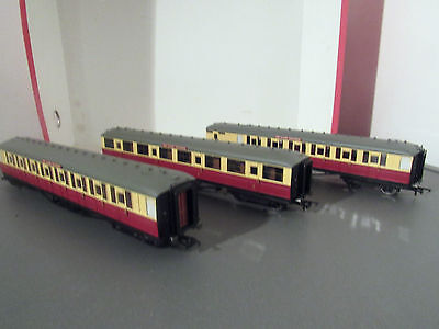 hornby ex r1082 red box set  marks sparks l/ed three red and cream coaches