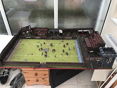 blood bowl pitch (with 2 X 10 Player Teams - Orcs And Human )