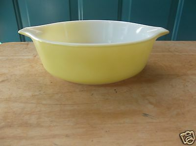 Vintage Yellow Pyrex 1-Pint Glass Casserole Dish