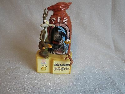 1998 PEZ WILE E. COYOTE And Roadrunner Candy Holder Battery Operated Works
