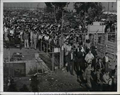 1941 Press Photo Striking Workers Back at North American Aviation Inc Inglewood