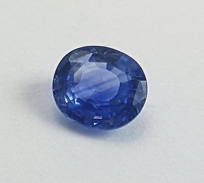 Echter facettierter blauer Saphir in oval ( 1,18 Carat) ca. 6,7 x 5,9 x 3,3 mm