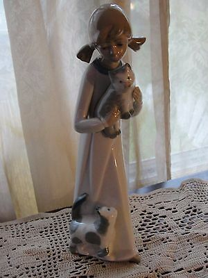 "Casades Fine Porcelain Girl with Cats Kitty Cat Made in Spain 9"" Stunning"