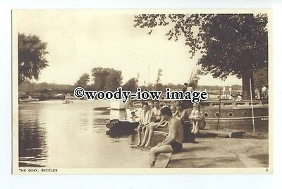 tq1464 - Suffolk - Young Lads Swim off the Quay, at Beccles - postcard
