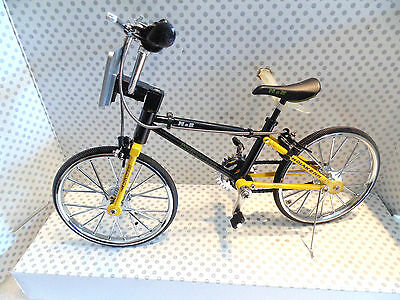 M & B Diecast Hobby Cycling Collection 1/6 Scale Bmx Bike Mint Boxed