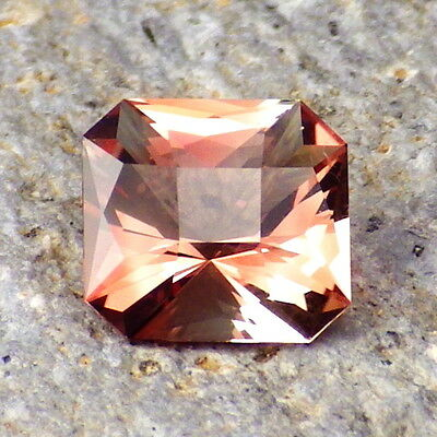 ROSE PINK-RED OREGON SUNSTONE 1.68Ct FLAWLESS-EXTREMELY BRILLIANT STONE-RARE!