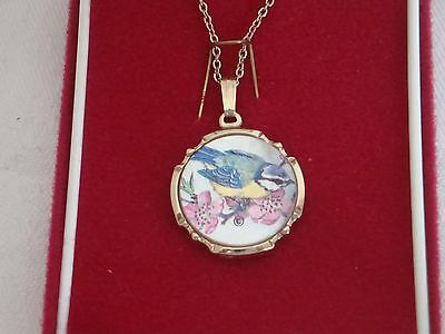 Vintage Stratton Necklace /mother Of Pearl Pendant On Chain Very Pretty New!!