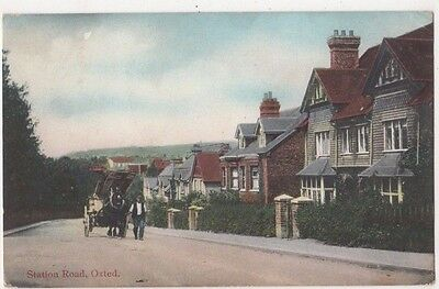 Station Road Oxted Surrey Postcard, B704