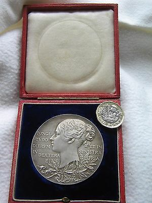 Royal Mint Large 56mm Silver Queen Victoria Diamond Jubilee Medal cased Lot 2