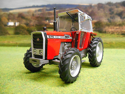 Universal Hobbies 1976 Massey Ferguson 575 4Wd Tractor 1/32 5203 Limited Edition