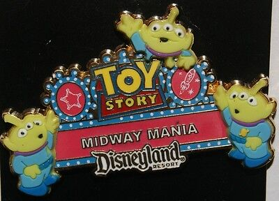 Disney DLR DCA 3D Toy Story Midway Mania Little Green Men PIN NEW ON CARD