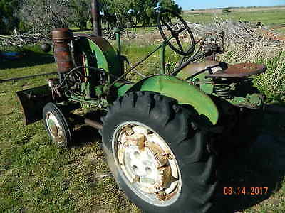 John Deere 1940s  LA Tractor Electric Start  with hydrulic front snow blade