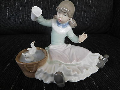 Stunning Lladro/nao Figure Of A Girl Playing With Birds
