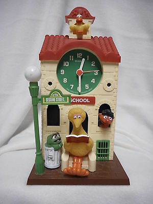 VINTAGE Sesame Street Big Bird Schoolhouse Bradle Clock Works Ernie Oscar Grouch