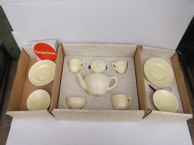 400/ JEWEL DESIGN 1930s ENGLISH AMERSHAM POTTERY CHILDS TEA SET IN ORIGINAL BOX