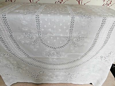 "PRETTY LARGE WHITE POLYESTER SPANISH LACE RECTANGLE TABLECLOTH~58"" x 76""~floral"