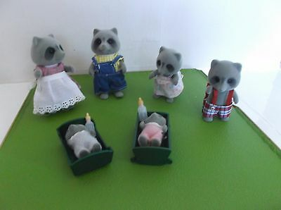Sylvanian  Family Vintage Figures The Chestnuts X 6