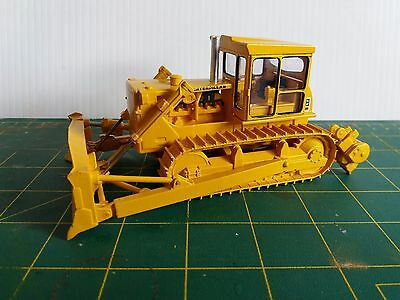 D8H 1:50 scale bulldozer and winch