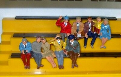 10 x  seated spectator crowd Scalextric 1:32 FIGURES finely painted