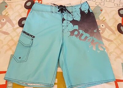 bermuda/short quiksilver taille 10 ans comme neuf