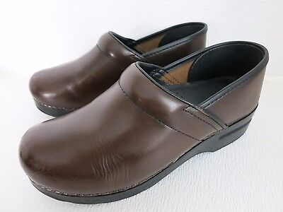 Dansko Solid Brown Leather Comfort Clogs Women's Casual Dress Fashion 39 8.5