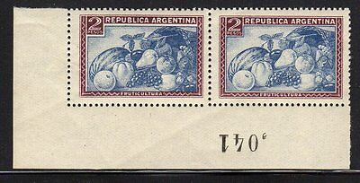 1945 Argentina #537 M-NH Pair Unwatermarked Cat Value $55.00