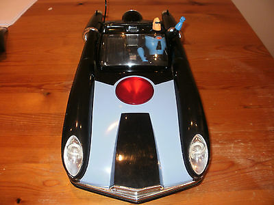Rare DISNEY STORE EXCLUSIVE THE INCREDIBLES RC CAR INCREDIMOBILE, with Figure