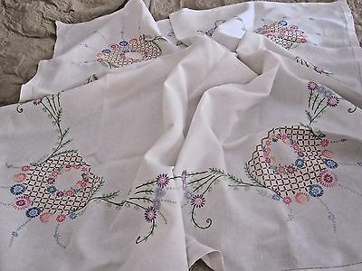LOVELY VINTAGE HAND EMBROIDERED LINEN TABLECLOTH 51 inches x 48 inches