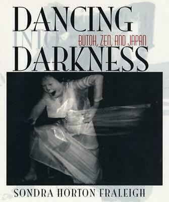 Dancing Into Darkness: Butoh, Zen, and Japan by Sondra Horton Fraleigh (English)