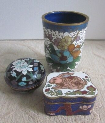 CLOISONNE lidded TRINKET, RING, PILL BOX white flowers, blue mauve green black