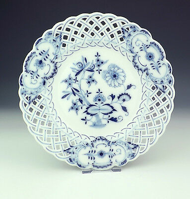 Antique Meissen Porcelain Onion Pattern Plate With Pierced Borders - Very Nice!